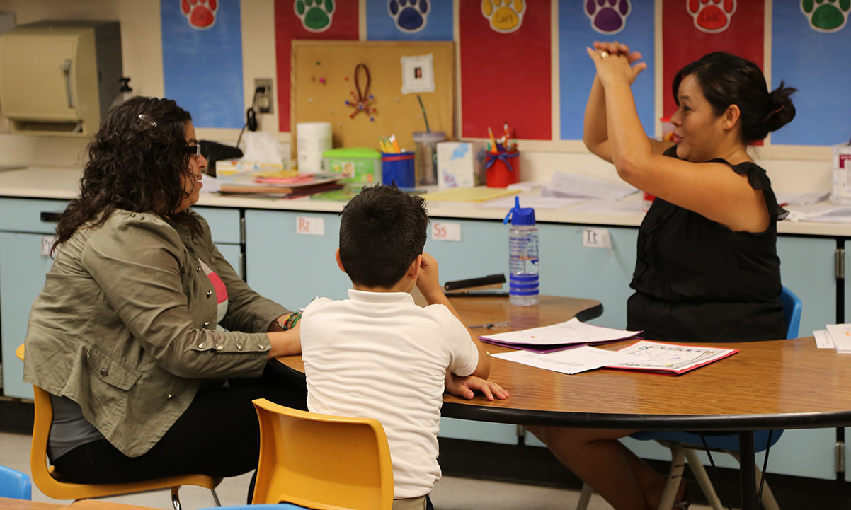 AZ Dept. of Education partners with agencies to improve family engagement 371A5411_crop