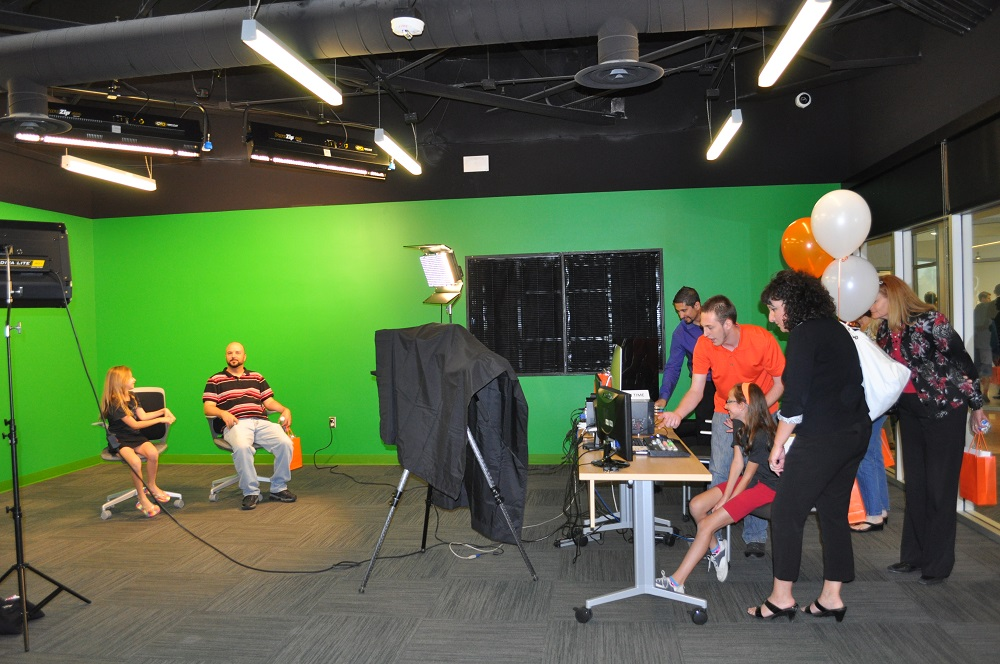 First-of-its-kind learning, working space brings students, entrepreneurs together MediaStudioInside