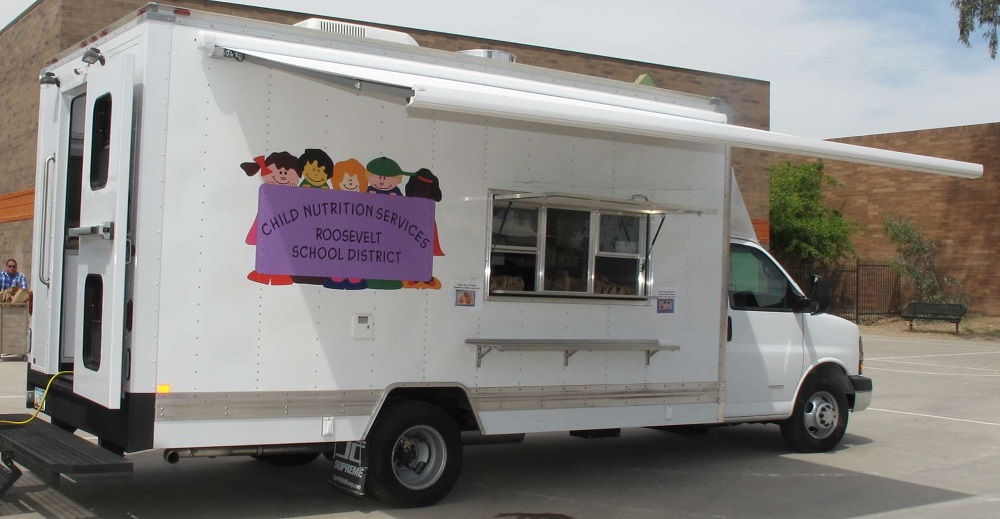 When school is out there's still a place kids can find a good meal RooseveltFoodTruckInside