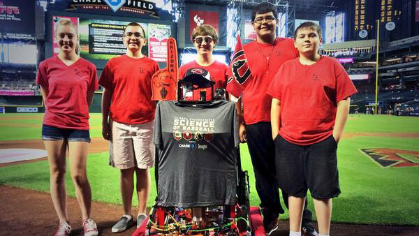 Paradise Valley students' robot throws first pitch at Diamondbacks game tb-mlb-dbacks-robot-051414