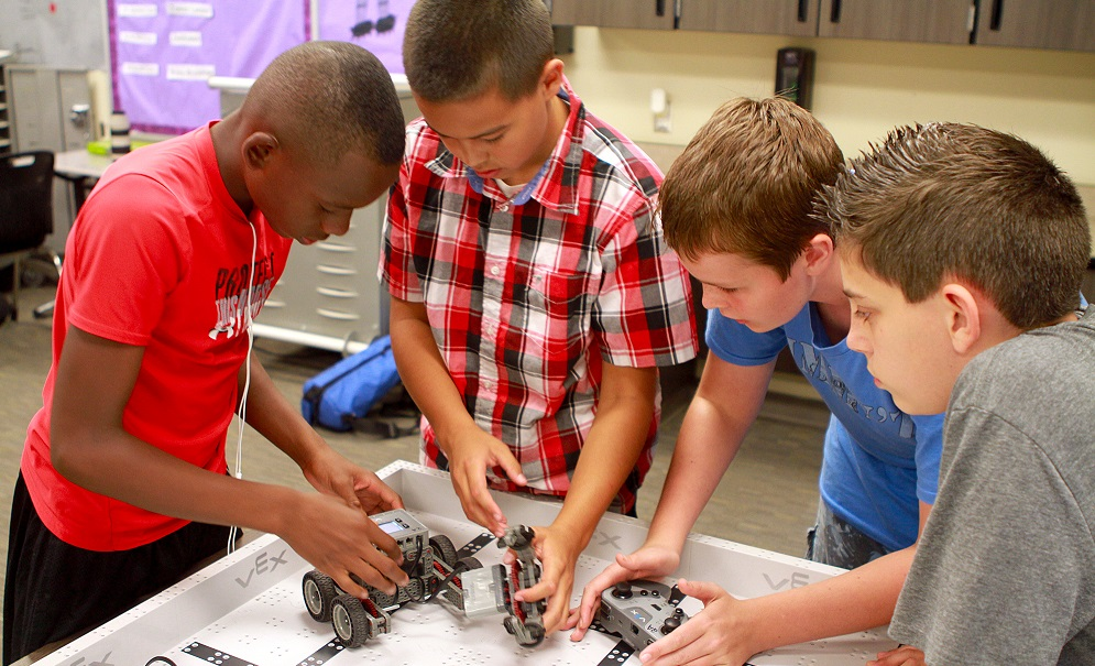 Robotics Students At Higley Unified's Cooley Middle School Work With Their VEX Robot In Class. Photo By Carlos Espinosa/Higley Unified School District