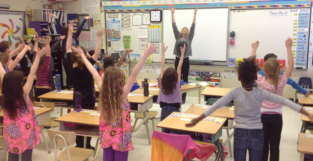 Active 'brain breaks' increase focus, learning, teachers say BrainBreaksStretchHP2