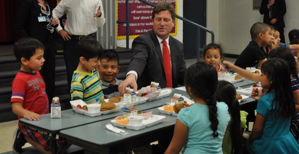 Phoenix Mayor Greg Stanton And Garfield Elementary Students