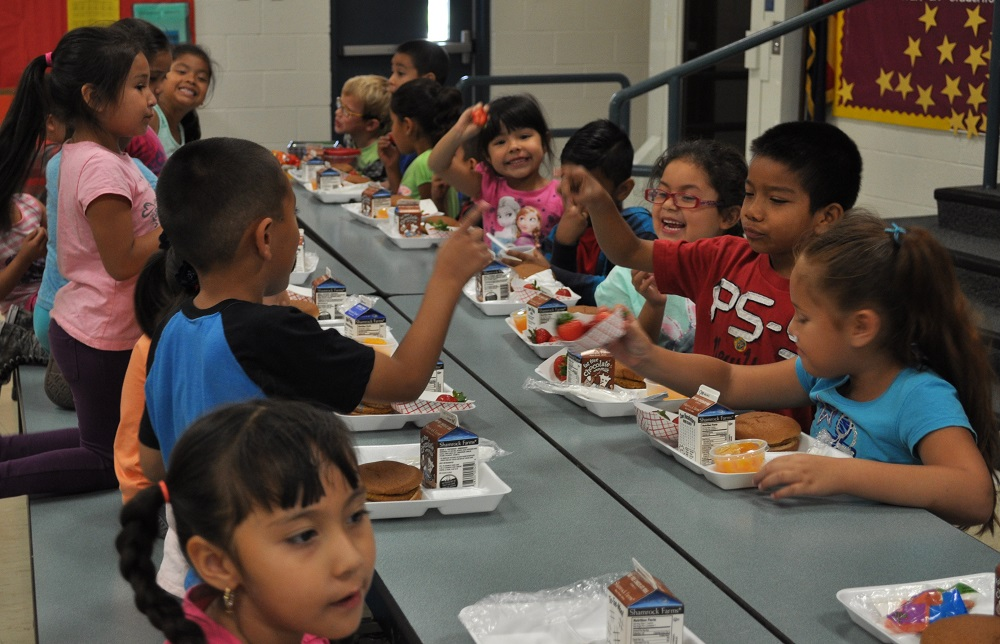Challenge aims to eliminate kids' summer hunger StudentsEatingLunch2