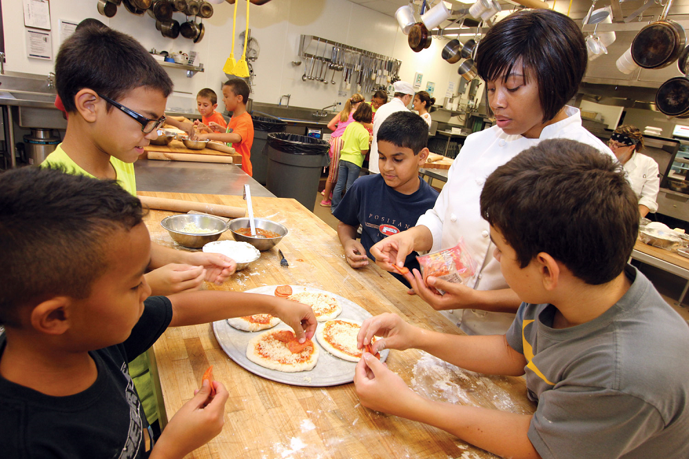 Kid's College at Estrella Mountain offers summer learning and fun KidsMakingPizzas