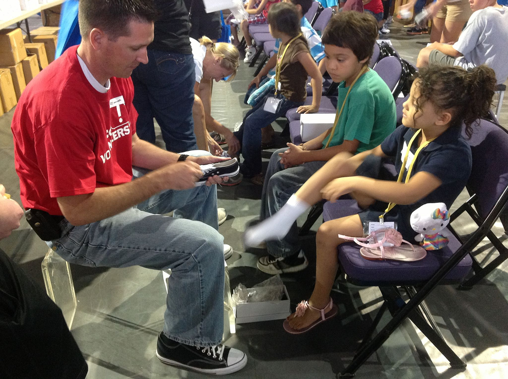 Ducey to help children at Back to School Clothing Drive at GCU BacktoSchoolClothingDrive