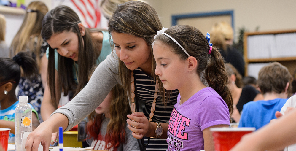 ASU ITeachAZ Teacher Candidate Madeleine Gordon (middle) Helps Fifth Grader Morgan McNulty Create The Eight Phases Of The Moon Using Oreo Cookies As Teacher Emily Patten, An ITeachAZ Graduate, Works With Another Student. Photo Courtesy Of Andy DeLisle/Arizona State University