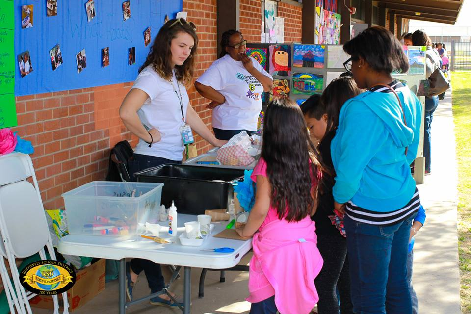 Roosevelt's STEAM-IFICATION gets students hooked on science 12814396_823018304511148_2869176189743616313_n
