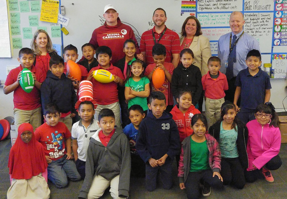 Arizona Cardinals' Drew Butler serves breakfast at Papago School Drew-Butler-with-Class-Dr.-Lewis-Principal-Geyer-Nutrition-Director-Erin-Bronner-and-Teacher-Tim-Knorr1000