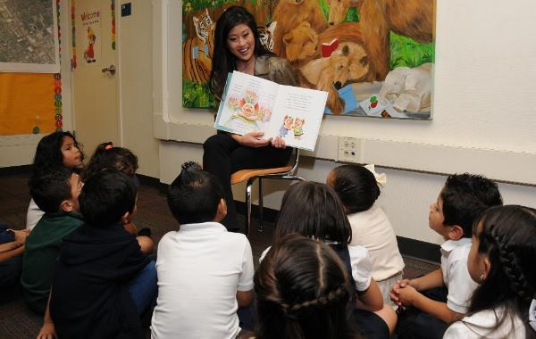 Kristi Yamaguchi reads to Cartwright kindergartners to promote literacy KristiYamaguchiReadingToStudents