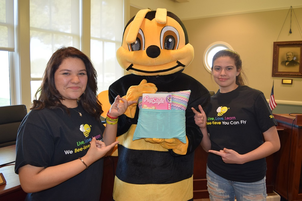 Pendergast 8th-graders, volunteers make pillows stuffed with love, literacy PendergastReadingPillowInside