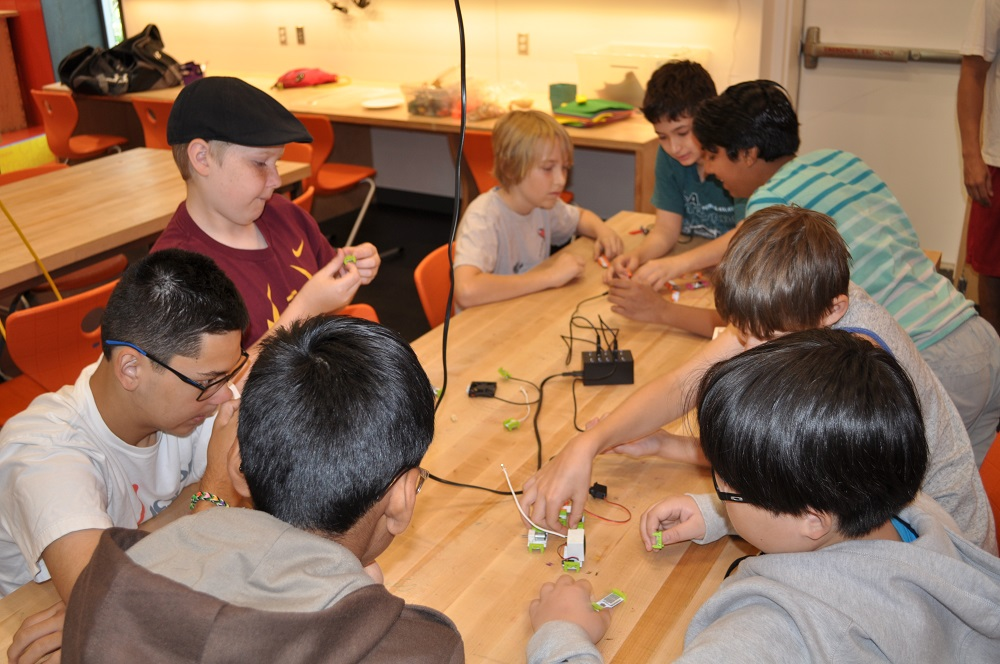 AZ groups inventing what STEM learning looks like KyreneStudentsLittleBits