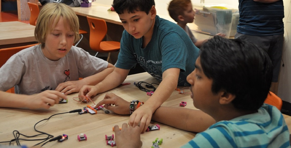 Middle School Students In Students In Kyrene Community Education's Minecraft CREATE Cohort Use LittleBits Circuits To Build A Chain Reaction Machine To Roll A Ball From One End Of A Worktable To The Other During A Session At CREATE At The Arizona Science Center On May, 7, 2016. Photo By Lisa Irish/AZEdNews