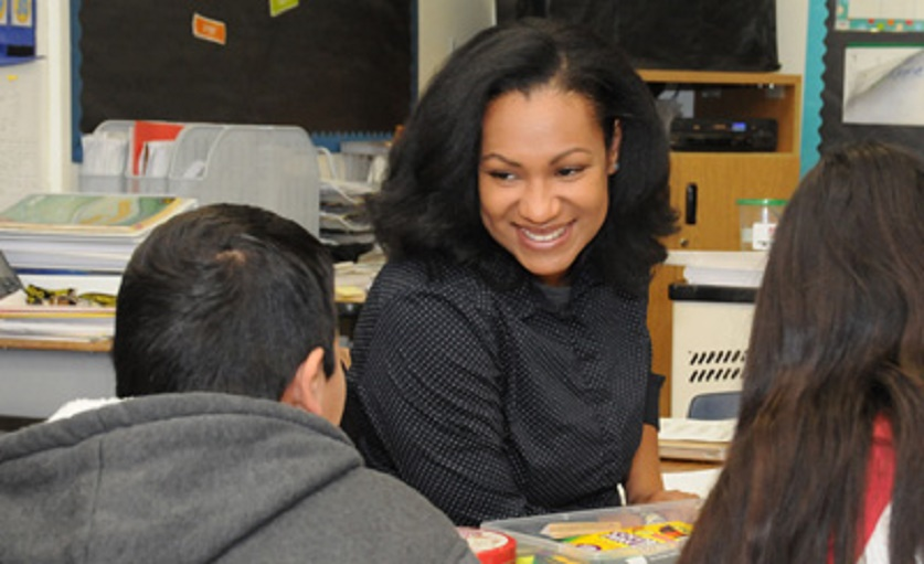 Fifth Grade Teacher Aushona Tabb Works With Students At Arredondo Elementary School In The Tempe Elementary School District. Photo Courtesy Of Tempe Elementary School District.