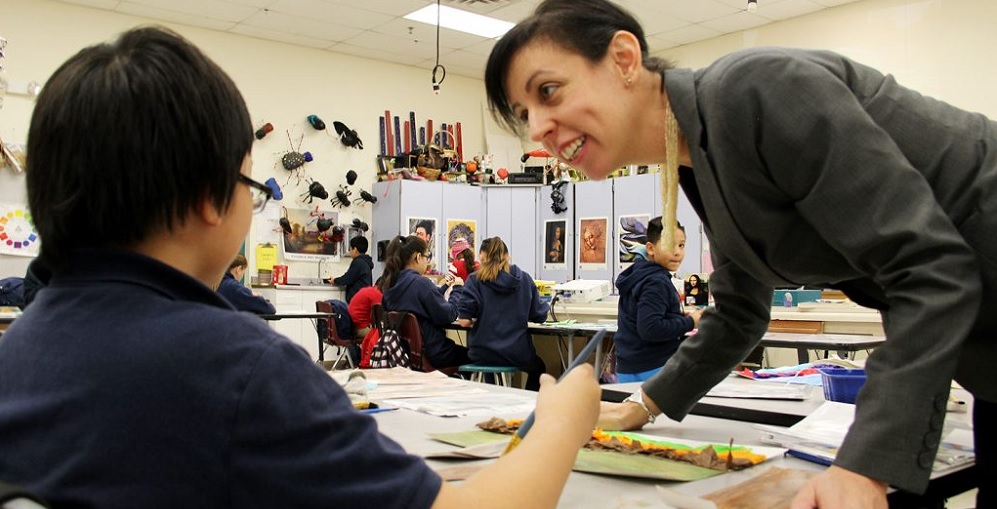 Danielle Poletto, A Visual Art Teacher, Works With Students At Santa Maria Middle School In The Fowler Elementary School District. Photo Courtesy Of Arizona K-12 Center.