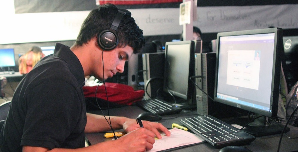 Joshua Godinez, A Senior In The Cima Vista Program At The Santa Cruz Valley Unified School District, Works On An Online Government Course On Wednesday, March 1. Photo Courtesy Of Paulina Pineda/NogalesInternational