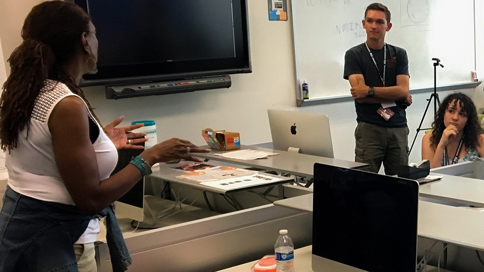 Retha Hill (left), Director Of The Cronkite School's New Media Innovation And Entrepreneurship Lab, Works With High School Students At The High School Media Innovation Camp. Photo Courtesy Arizona State University