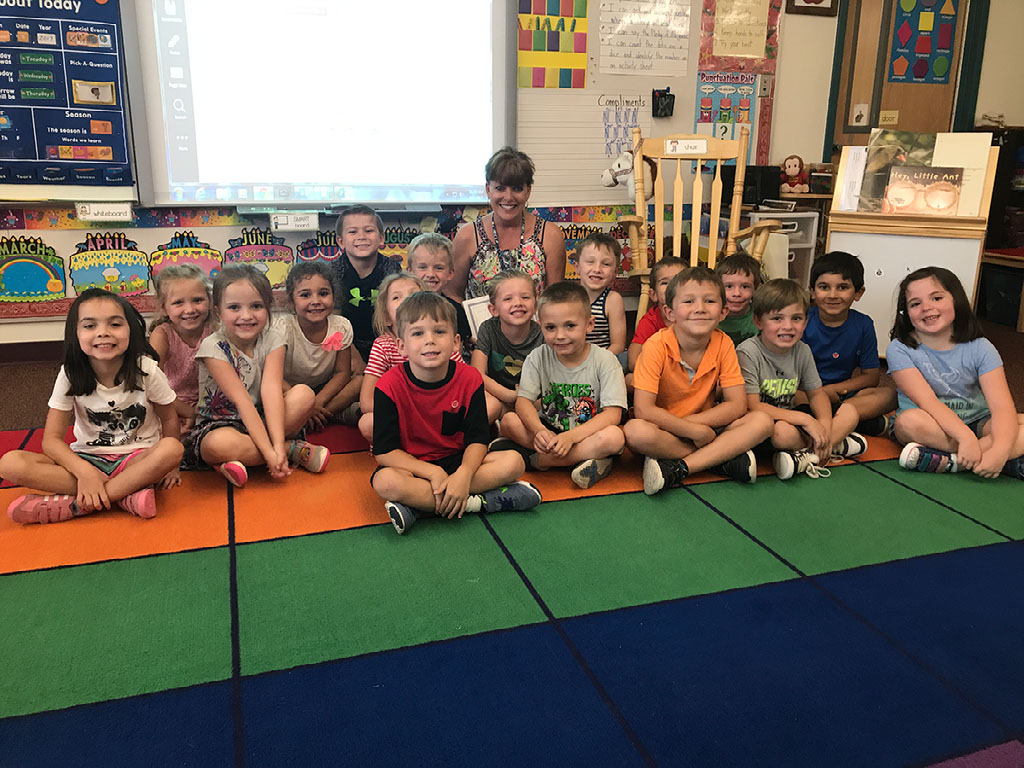 Horseshoe Trails Elementary School, Located In The Cave Creek Unified School District Is Pleased To Announce That Kindergarten Teacher, Julie Dine, Has Been Selected As The 2017-2018 Horseshoe Trails Teacher Of The Year. Photo Courtesy Of Cave Creek Unified School District