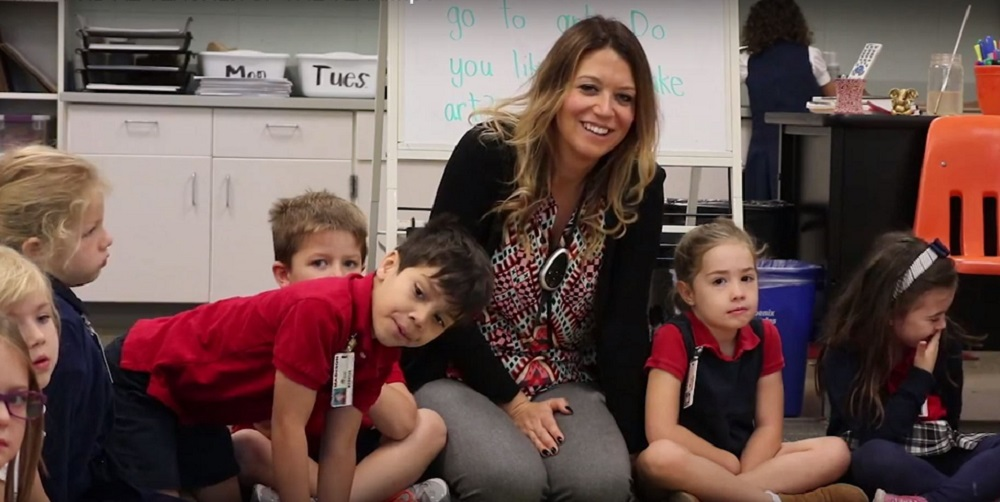 Amy Ball, A Kindergarten Teacher, And Her Students During Circle Time At Madison Traditional Academy In Madison Elementary School District In Phoenix. Photo By Lauren Negrete/Arizona Education News Service
