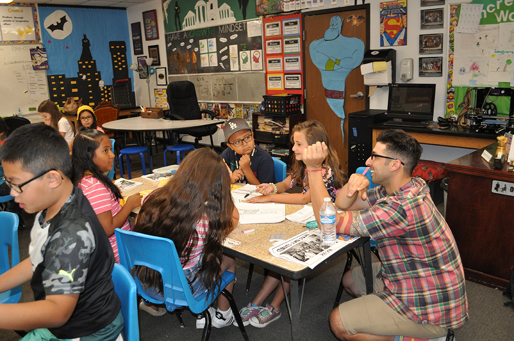 Fourth-grade Teacher Marc Ciliberti Works With Students On Their Budgeting Activity During Class At Acacia Elementary School On May 21, 2018. Photo By Lisa Irish/AZEdNews