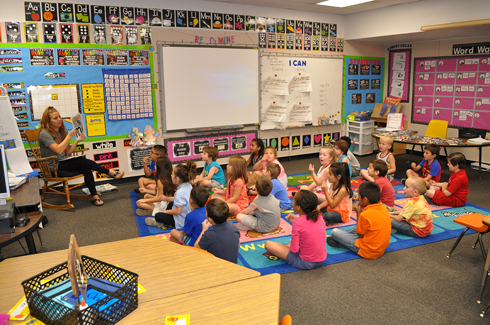 Kindergarten Teacher Micheala Gordon And Her Class Practice The Letters Of The Alphabet And The Sounds They Make On May 21, 2018. Photos By Lisa Irish/AZEdNews