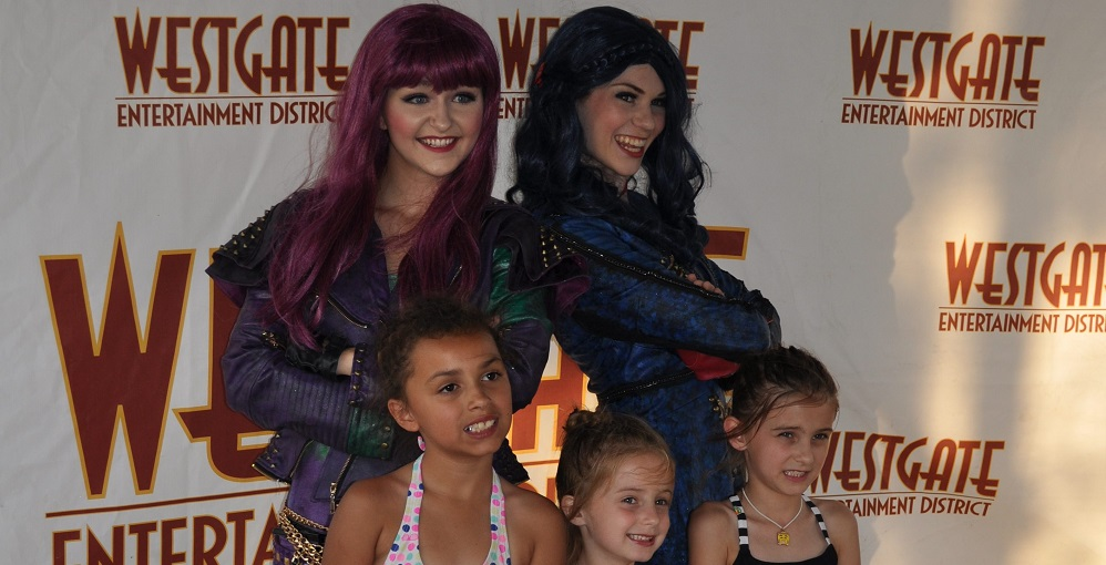 Kids Take A Photo With Mal And Evie From Disney's Descendants At An AZEdNews And Funergy Event At Westgate Photo By Kayla Pologa/AZEdNews