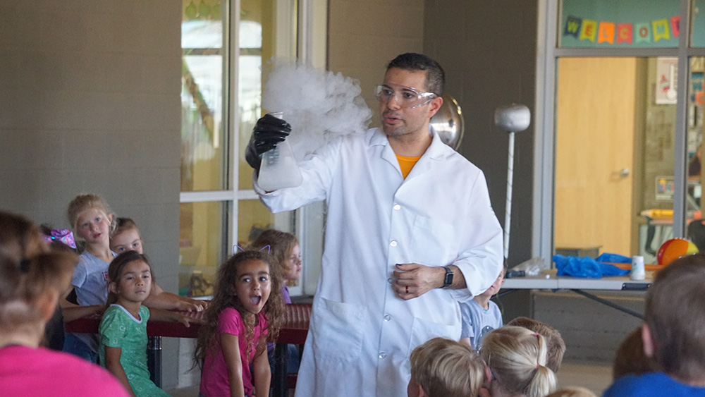 Bridges Elementary Students Learn About Science During An On-campus Field Trip Presented By The Arizona Science Center. Photo Courtesy Higley Unified School District