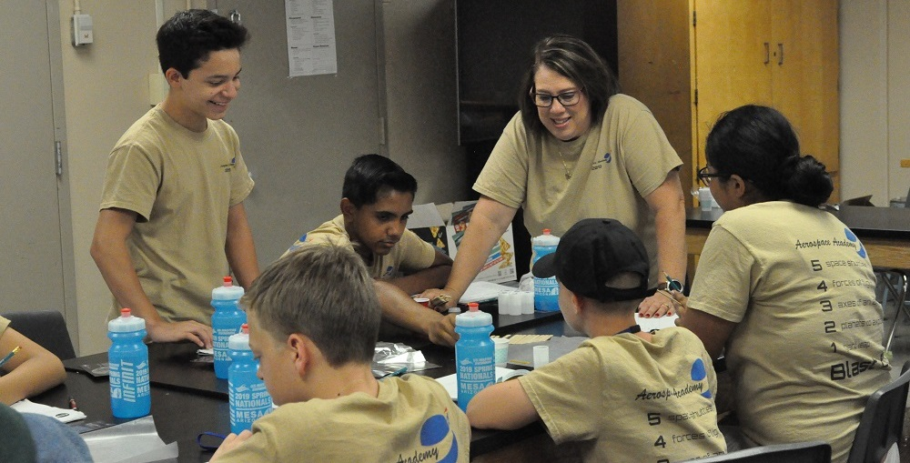 Nancy Parra-Quinlan, Right, Asks Aerospace Academy Students Questions During A Lab Activity At Kino Junior High School On June 13, 2019. Photo By Lisa Irish/AZEdNews