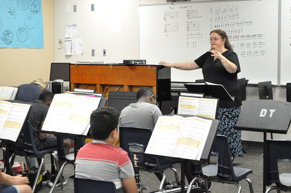 Avondale Summer Band Academy Teacher Marietta Swim Talks With Students About How To Play The Eighth Notes In Their Song At Desert Thunder School On June 18, 2019. Photo By Lisa Irish/AZEdNews
