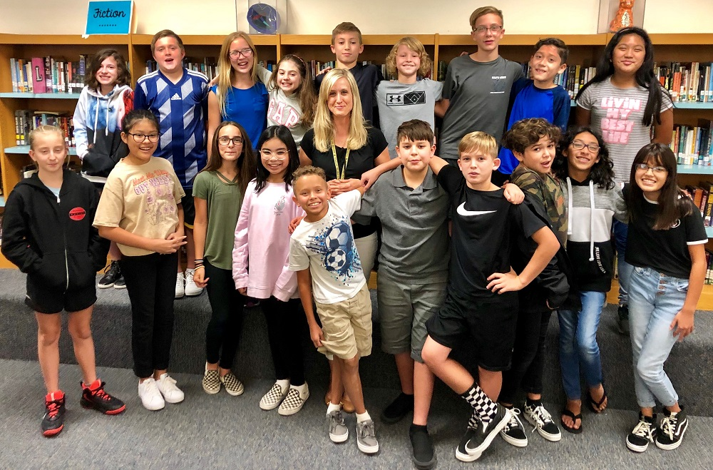 Western Sky Middle School Sixth Grade Teacher Tracy Renbarger And Her Students. Photo Courtesy Of Litchfield Elementary School District