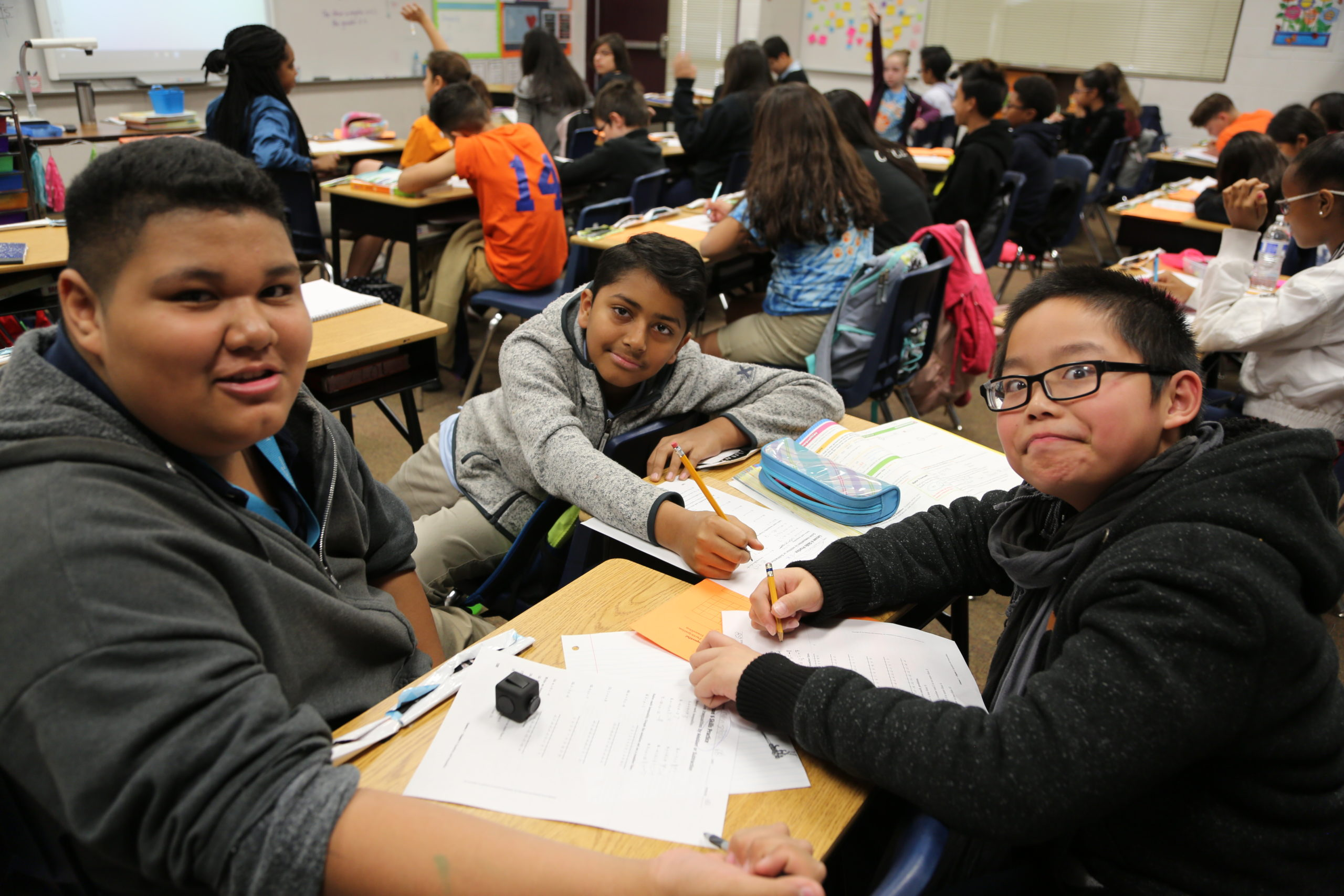 Del Vista Sur Accelerated Academy Students Working On A Classroom Project Toghether. Photo By Brooke Martinez/ AZEdNews