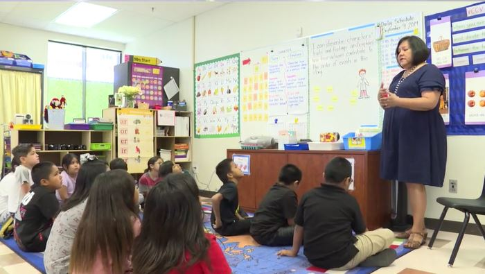 Arizona Educational Foundation's 2020 Teacher Of The Year Lynette Stant With Students In Her Third Grade Class At Salt River Elementary School. Photo Courtesy Of Arizona Educational Foundation