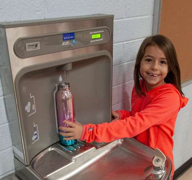 A Student At Washington Elementary (Mesa, Ariz.) Refills Her Water Bottle At The New Rethink.Refill. Water Refilling Station, Donated By Plastic Oceans International. Photo By Tim Hacker/Mesa Public Schools.
