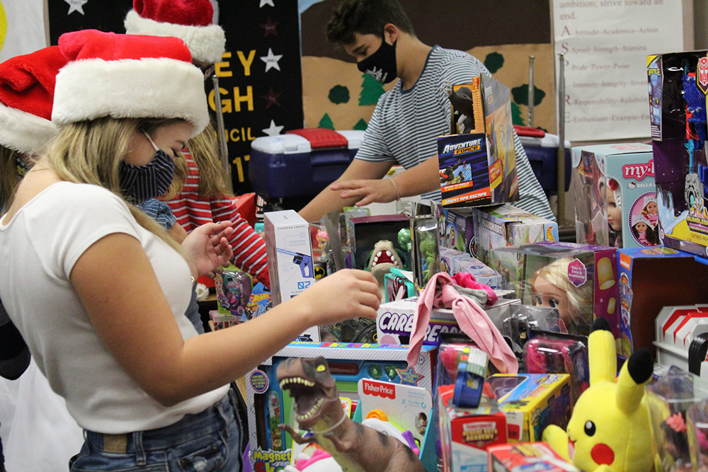 Stapley Junior High Students Participate In The 15 Year Tradition Of Giving Back To The Community. Photo Courtesy Mesa Public Schools