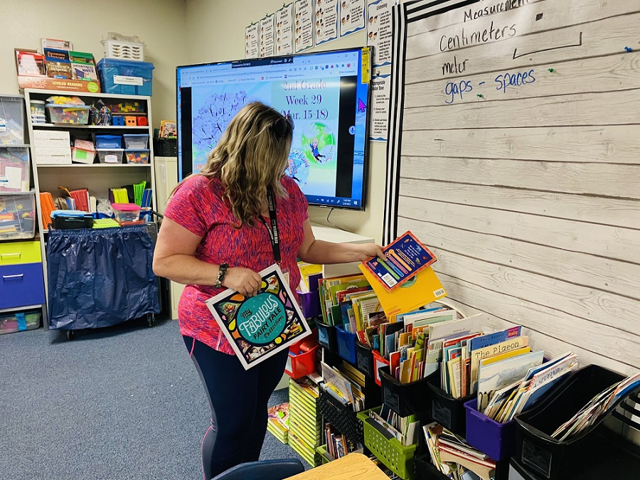 Peralta Elementary 2nd-grade Teacher Teresa Cronso, Sets Up Her Classroom To Get Ready For Students Return Next Week. Photo Courtesy Veronica Sanchez/ Cartwright School District